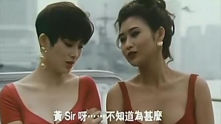 张敏和叶玉卿穿着红色的包臀裙在在车头前,就是一道靓丽的风景线