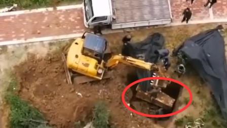 小区旁绿地被埋棺材 村民:这是我家祖坟