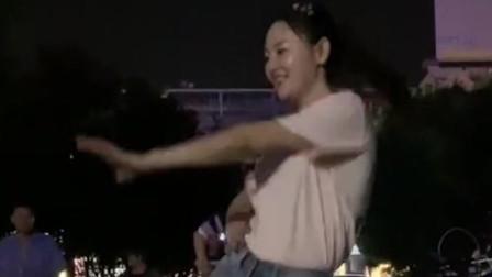 美女跳起的广场舞健身欢快,舞姿漂亮魅力十足