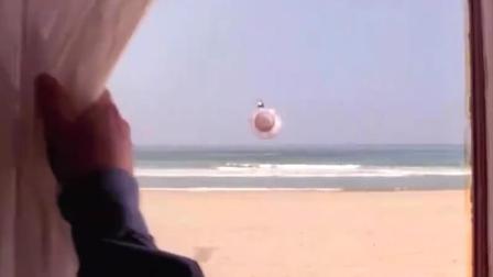 打开窗帘一枚导弹飞过来,差几米就直接击中房子