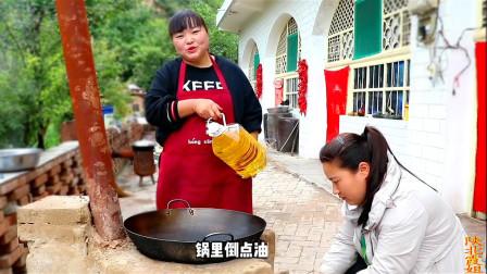 家常鸡肉最好吃的做法,霞姐1次做1只鸡3斤土豆,大家吃了个精光