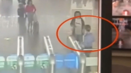 火气太大!女子脚踹南京检票员只因没赶上火车
