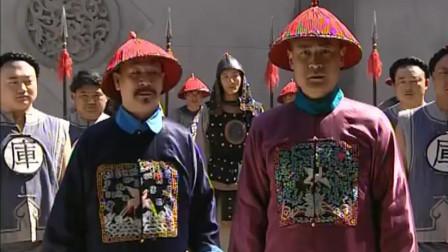 乾隆王朝:官吏收拾茶壶, 谁料壶里竟另有玄机, 一打破全是银子!