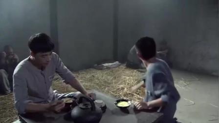 潜行者:小伙刚入狱被狱霸排挤,故意不让他有饭吃,瞬间爆发了