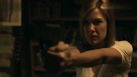 三十极夜:美女来到基地,竟发现里面有一个吸血鬼,还保留人性