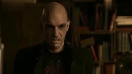 三十极夜:美女抓来吸血鬼,竟用紫外线灯拷问他,痛苦不已