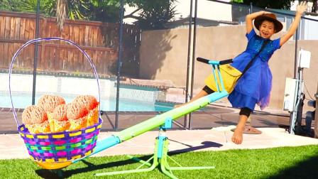 超惊险!萌宝小萝莉跟小正太为何会被章鱼追上?趣味玩具故事