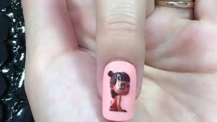 美甲教程:用指甲油笔做个小哪吒美甲,看起来就让人心疼!
