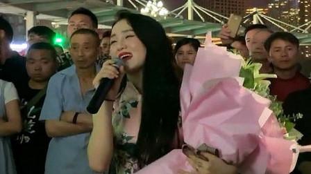 贵阳街头的美女歌手,一开嗓真的撩人心,听完永远忘不掉!