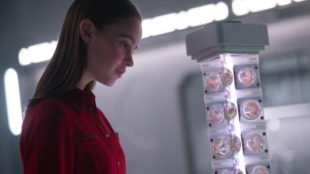 人类灭亡后,机器人从6.3万个人类胚胎中挑选了女孩,培养成圣母