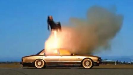 老外往汽车内部装弹射座椅,假人直接飞上半空,这副驾没人敢坐吧!