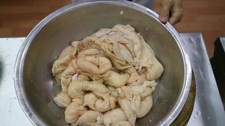 厨师长教你卤水肥肠的家常做法,详细介绍了怎样处理肥肠才没有异味