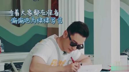 杨紫弹吉他唱歌,秦海璐躺沙发上欣赏美景,中餐厅休息日超爽!