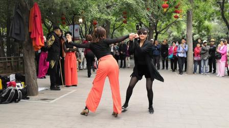 双人广场舞《苏勒亚其其格》两位美女老师跳得太棒了