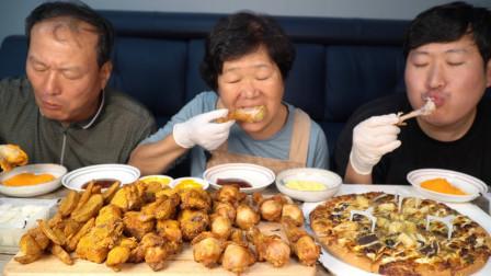 韩国农村家庭:点了妈妈最爱的披萨,炸鸡蘸着奶酪粉吃,吃得真香