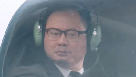 西虹市首富这个教练,一出场我就想笑!坐直升飞机踢足球!
