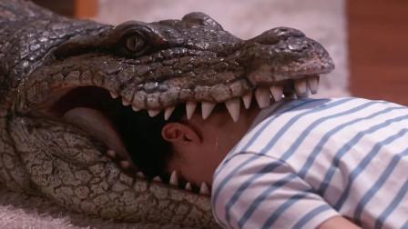 男子每天回家,都会看到老婆在家里装死,被鳄鱼咬还会变身奥特曼