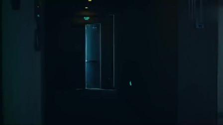 恐怖电影院:半夜一男一女出现闹鬼电影院,行为可疑,仓皇而逃!