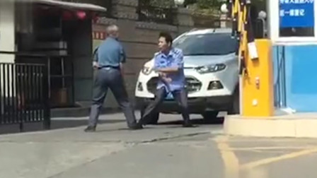 在动手的边缘试探!广东两男子隔空互殴全程比划没动手
