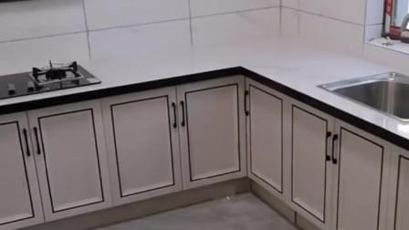 装好铝合金橱柜门,瓷砖灶台的形象,立马大变样