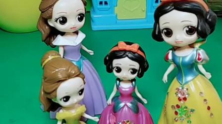 育儿亲子游戏玩具:白雪把女儿交给贝儿了,贝儿母女会怎么对待
