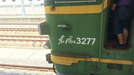 老东风内燃机牵引火车头驾驶室内部