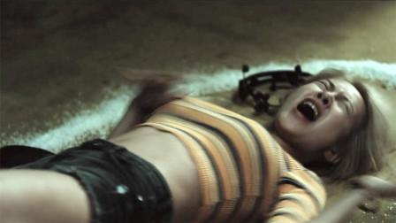 美女突然被鬼上身,男朋友却不知道,这部恐怖电影太刺激了!