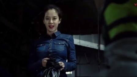 超级快递:娜娜被绑架从天空掉下,美熙这个女侠救美女,真是帅啊