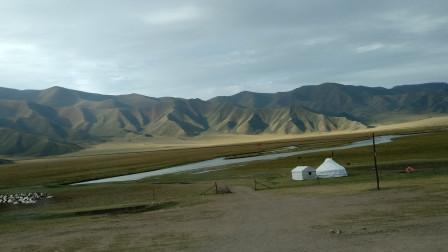 金秋游新疆 以天为名的山脉