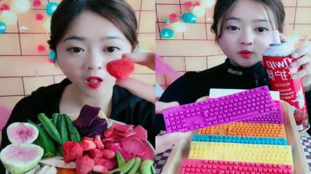 小姐姐直播吃果蔬脆,巧克力键盘,你喜欢吃吗