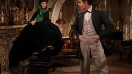乱世佳人:斯卡莉故意戴反帽子,瑞德看了一眼连忙过来帮她
