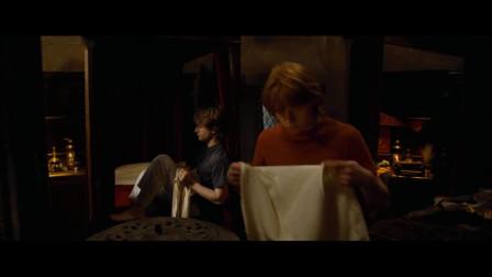罗恩责怪哈利波特,为什么这件事不告诉他,哈利比特表示很无辜