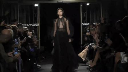 黑色蕾丝神秘气息十足,简洁的款式,散发迷人气质