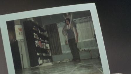 影视:小伙脖子难受,用相机照了下,原来有东西坐在他脖子上