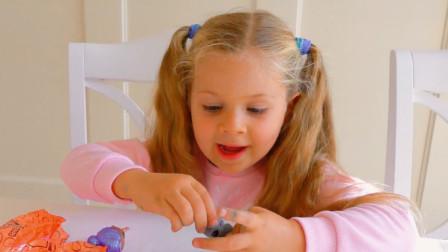 可爱萌宝:最近俩萌宝热爱挖掘新事物,你看,这不正在橡皮泥中发掘新玩具呢