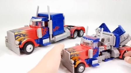 变形金刚玩具191:两款大小不同的卡车变身擎天柱机器人展示