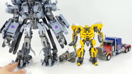 变形金刚玩具192:大黄蜂 擎天柱与大型直升机一起变身机器人