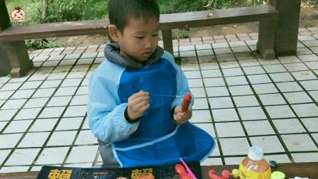 小朋友用陶泥制作糖葫芦,太好玩了