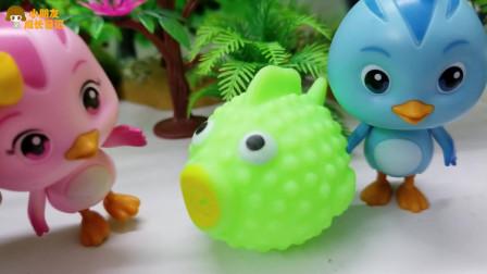 《萌鸡小队》小故事,萌鸡们的玩偶鱼取不下来了,这可怎么办