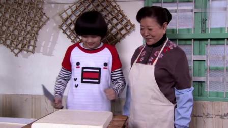奶奶让傻孙子卖豆腐,没想傻孙子豆腐切的贼好,奶奶都看懵了