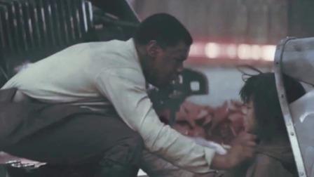 数十台机甲打了他十几分钟却毫发无伤,一部经典的好莱坞科幻大片