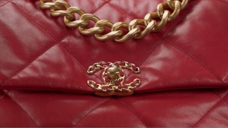 香奈儿19手袋的美学符号