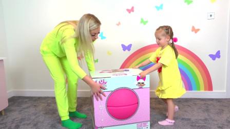 萌娃小可爱和妈妈一起给自己布置新房间,小家伙可真棒呀!—萌娃:好漂亮!谢谢妈妈!