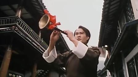 """永远的""""道长""""林正英,竟吹奏唢呐与老外钢琴对抗,太怀念了"""