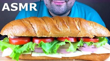 国外吃播大叔:吃一个巨型的三明治!太能吃了!