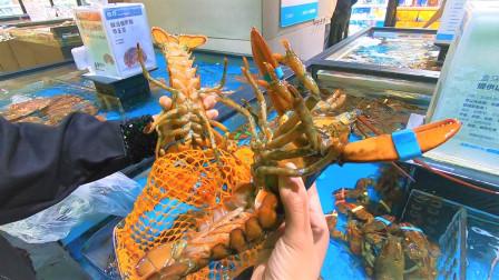 109一只的大龙虾,老婆用手抓都不害怕,秒变身女汉子挥刀虾