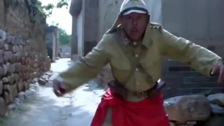举起手来:潘长江缠着红布条,结果被大黄牛追赶,笑得我肚子疼!