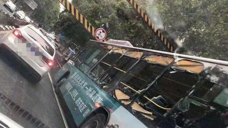 郑州一医院车载气罐撞限高杆 乘客砸窗逃