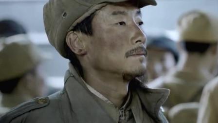 特赦:国民党战犯黄维,在火车站被因他下令火攻而受伤的战士包围