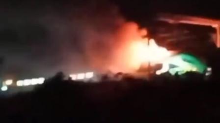 上海出发一列车突起大火 官方通报:机车故障所致